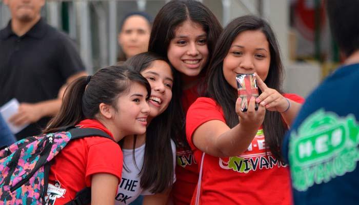 Cuando todo depende de un 'like': riesgos psicológicos de las redes sociales en adolescentes